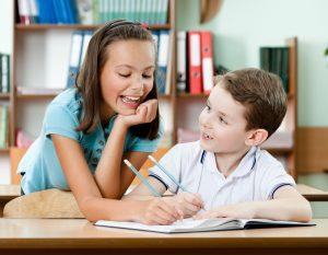 Lehrerin mit ihrer Klasse