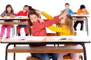 Schülerinnen streiten sich
