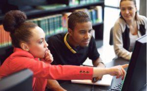 Gruppe von Studierenden am Forschungsprojekt