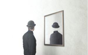 Selbstbild - Mann ohne Gesicht im Spiegel