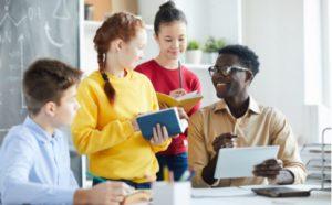 Sprachsensibler Unterricht - Schüler arbeiten mit Lehrer