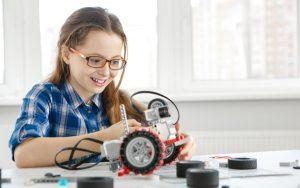 Mädchen im technikunterricht