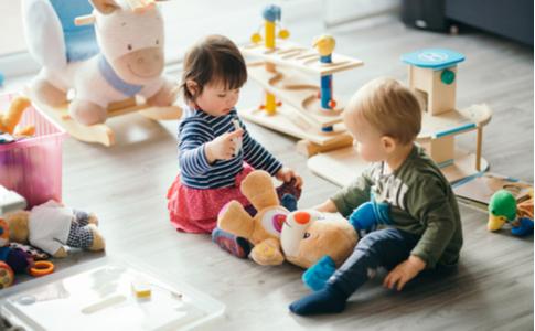Sprachentwicklung - Kinder lernen beim Spielen