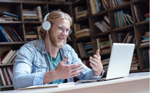 Sprachenlernen durch Chats und Tandems